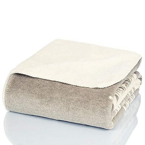Glart - Manta XL de lana suave y gran capacidad térmica, mullida felpa para acurrucarse o cubrir el sofá, 150 x 200 cm, estampado de plumas gris