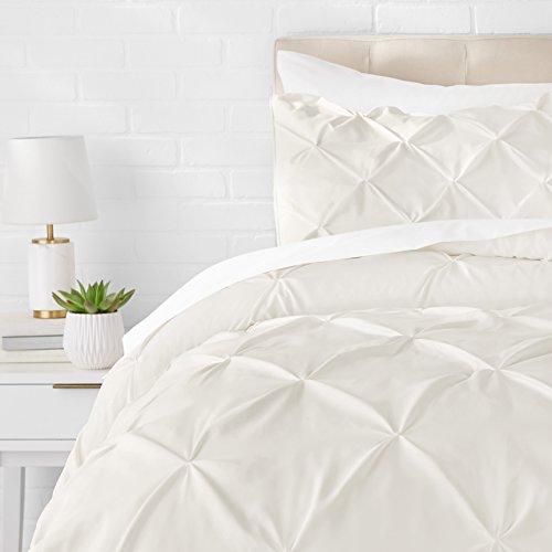 Amazon Basics - Juego de cama con colcha fruncida en pellizco, 260 x 240 cm, Crema