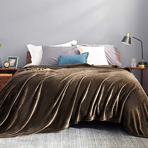 Bedsure Manta para Sofás de Franela 220x240cm - Manta para Cama 135/150 Reversible de 100% Microfibre Extra Suave - Manta Marrón Transpirable