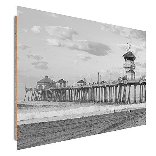 Feeby Frames, Cuadro de pared, Cuadro decorativo, Cuadro impreso, Cuadro Deco Panel, 60x80 cm, HUNTINGTON BEACH, CALIFORNIA, CAJA, PILAS DE MADERA, BLANCO Y NEGRO