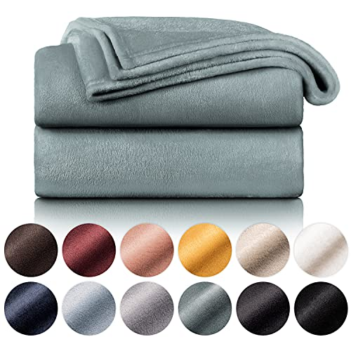 Blumtal Mantas para Sofá de Franela Suave y Acolchada - Manta Polar 100% Microfibra Extra Suave, Manta de sofá, de Cama o de Sala de Estar, Verde Oscuro, 130 x 150 cm