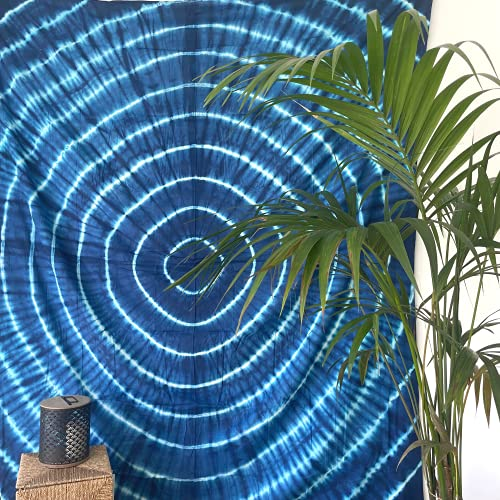 MOMOMUS Tapiz Shibori Tie Dye - 100% Algodón, Grande, Multiuso - Colcha / Foulard / Tela Ideal como Cubre Sofá o Cubrecamas - Azul B, 210x230 cm
